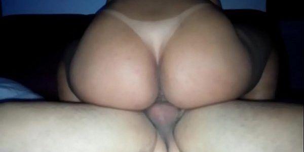 Porno com esposa gostosa rabuda cavalgando na pica